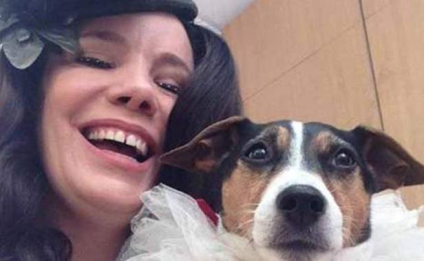A 47 ans, elle est mariée à son chien