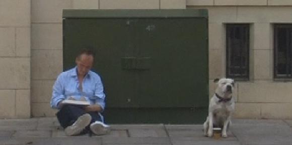 George, le chien qui a aidé son maître à sortir de la rue